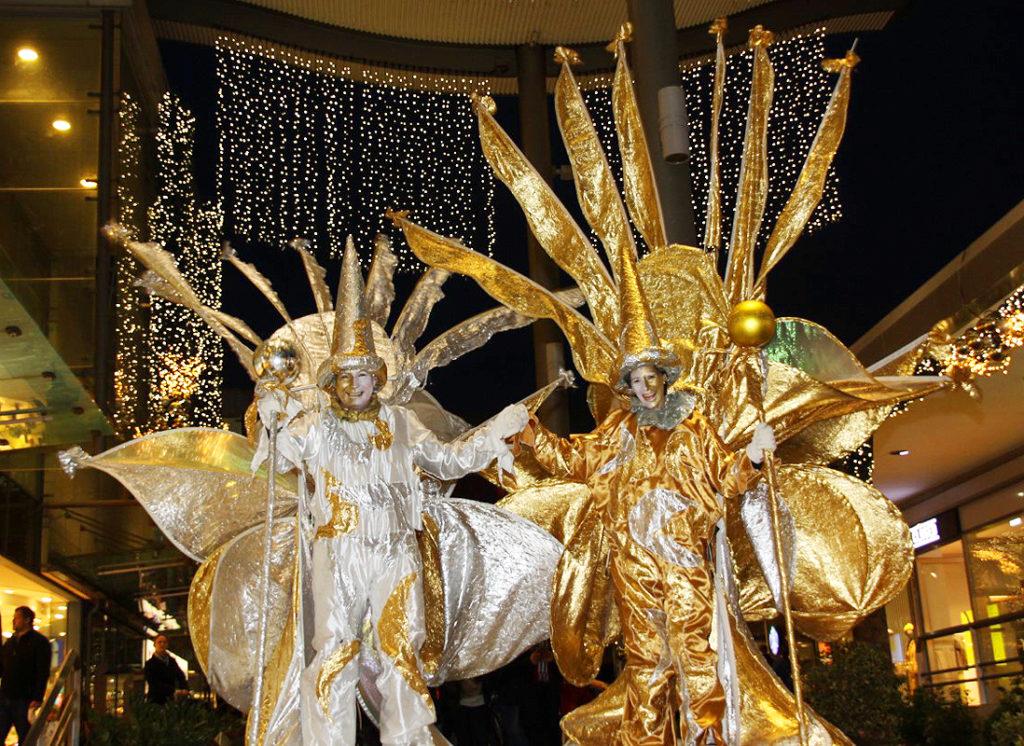 gold und silber, lichtzauber, sternenzauber, gold ,silber ,zeus, stelzentheater ,leuchtstelzen
